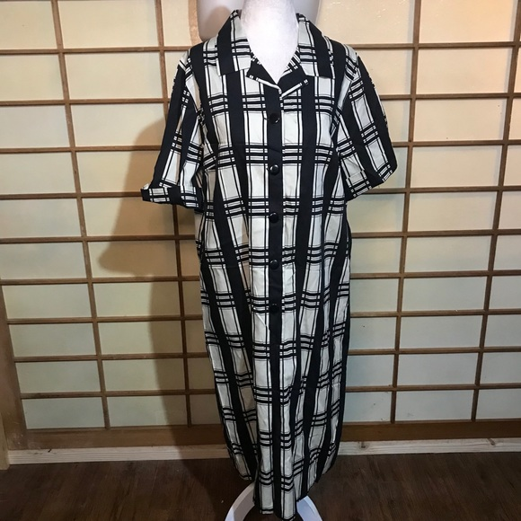 Vintage Dresses & Skirts - Vintage volup 50s shift dress plus black white